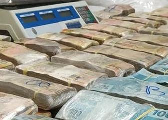 Polícia Militar estoura esconderijo do tráfico e apreende quase R$ 1 milhão em dinheiro vivo